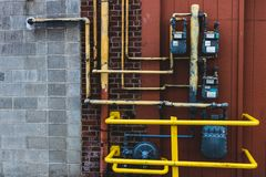 气体和电子米有明亮的黄色管子的 免版税库存图片