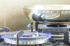 气体燃烧从厨房煤气炉 免版税库存图片