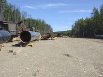 气体管道的建筑在地面上的 免版税库存照片