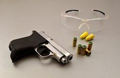 气体自动枪 免版税库存照片