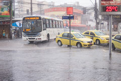气候:夏天雨在里约热内卢 免版税库存图片