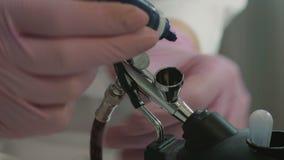 气刷和油漆罐头 影视素材