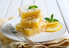 气味强烈的柠檬正方形 免版税库存图片
