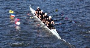 气氛划船在主任Challenge在查尔斯赛船会头的Quad Men赛跑  图库摄影