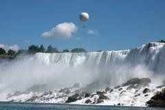 气球乘驾 免版税库存图片