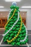气球以圣诞树的形式 库存照片