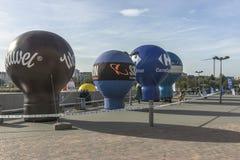 给气球做广告 免版税库存照片