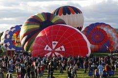 气球加拿大五颜六色的人群 免版税库存图片