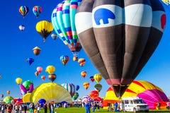 气球发射 免版税库存照片
