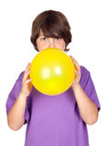 气球吹的男孩滑稽的黄色 库存图片
