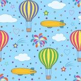 气球和飞艇在蓝天 免版税库存图片