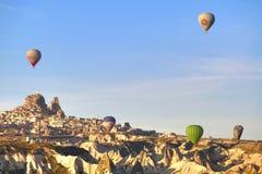 气球在卡帕多细亚土耳其- 2014年11月13日 图库摄影