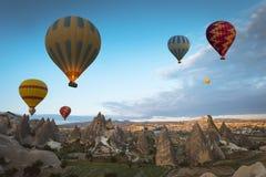 气球在卡帕多细亚,土耳其 免版税库存图片