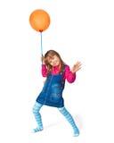 气球女孩橙色的一点 免版税库存照片