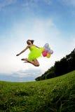 气球束五颜六色的藏品妇女 免版税库存照片