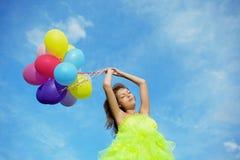 气球束五颜六色的藏品妇女 库存照片