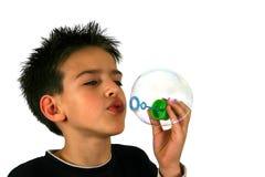 气球炸毁男孩  免版税库存照片