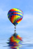 气球热超出水 免版税库存图片
