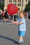 气球男孩使用的一点 免版税库存照片