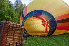 气球的发射的准备 免版税库存图片