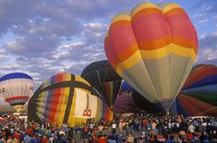 气球采取对空气在亚伯科基国际气球节日在新墨西哥 免版税库存照片
