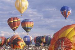 气球采取对空气在亚伯科基国际气球节日在新墨西哥 库存图片