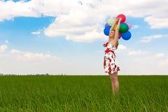 气球领域女孩使用 图库摄影