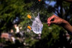 水气球飞溅 免版税库存图片