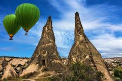 气球飞行在卡帕多细亚的, Goreme,土耳其, 免版税库存照片