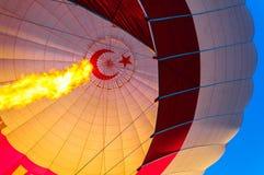 气球飞行热photgrphed显示VA的bealton马戏 气囊和燃烧器 免版税库存图片