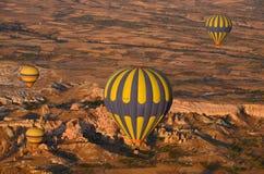 气球飞行热photgrphed显示VA的bealton马戏 免版税库存照片