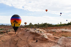 气球飞行热photgrphed显示VA的bealton马戏 免版税库存图片