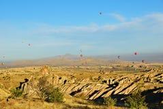 气球飞行,卡帕多细亚,土耳其 免版税图库摄影