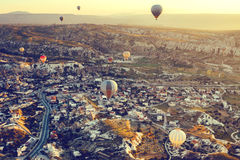 气球飞行 卡帕多细亚的著名旅游胜地航空小队 卡帕多细亚通认全世界  库存照片