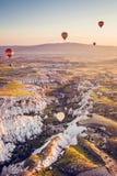 气球飞行 卡帕多细亚的著名旅游胜地航空小队 卡帕多细亚通认全世界  库存图片