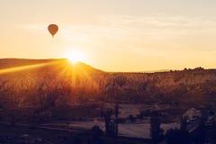 气球飞行 卡帕多细亚的著名旅游胜地航空小队 卡帕多细亚通认全世界  图库摄影