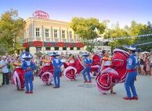 气质的墨西哥舞蹈家 免版税库存图片