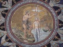 氖洗礼池马赛克在拉韦纳,意大利 免版税图库摄影