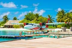 水上飞机在透明的绿松石水中 免版税库存图片