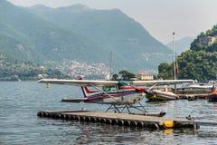 水上飞机赛斯纳172N Skyhawk 100 II 免版税图库摄影