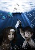 水下儿童的美人鱼 库存图片