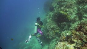 水下潜水员的水肺 股票录像