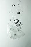 水下的冰 免版税库存图片
