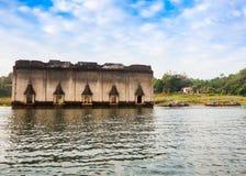 水下的寺庙, Thailnd 免版税库存图片
