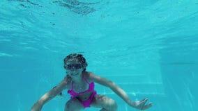 水下的小女孩 股票视频