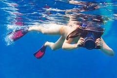 水下的摄影师在安达曼海 库存照片