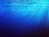 水下的sunbeems 免版税库存照片