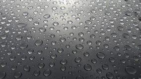 水下落抽象纹理在桌上的在雨以后 免版税库存图片