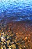 水下2个的岩石 免版税库存照片