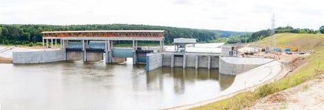 水力发电厂的建筑 免版税库存照片